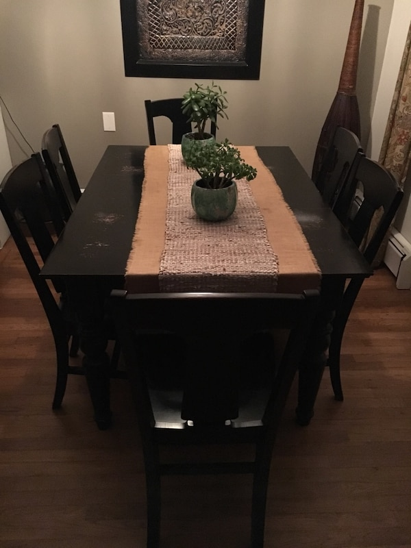 Pottery Barn Francisco Dining Table With 6 Black Laren Side Chairs