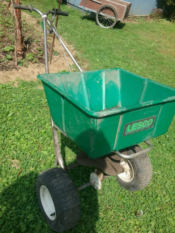 Lesco 80lb commercial lawn spreader  2