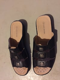 pair of black-and-brown sandals Ottawa, K1T 3M3