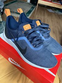 NIKE SHOES IN DENIM! SIZE 10!