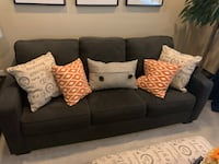 Excellent condition Queen fold out couch  Las Vegas, 89113