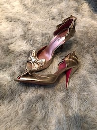 Barbie by Town Shoes Peep Toe Gold Leather Heels - Size 9 Toronto, M5R 1B6