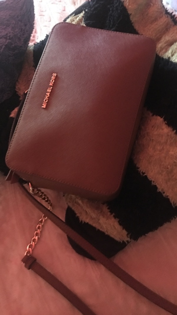 8564d8c8fa7815 Used Cross Body Authentic Michael Kors Brown Color for sale in San Jose -  letgo