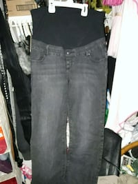 2 pairs of maternity jeans St. Catharines, L2R 2B5