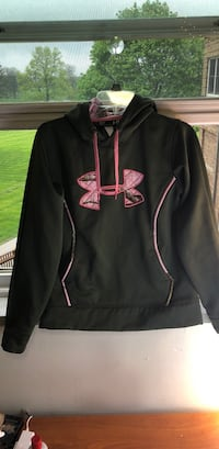 black and red Under Armour pullover hoodie Dearborn Heights, 48127