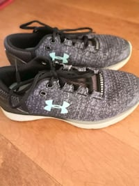 Under Armour running shoes for girl size 5 Markham, L3T 5L5