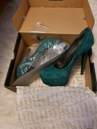 pair of women's green platform stilettos with box Niagara Falls, L2G 3T7