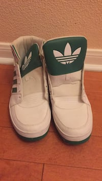 Pair of white nike high-top sneakers Cibolo, 78108