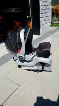 baby's black and white car seat carrier Laval, H7L 4C1