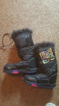 DC Size 8 Snowboard Boots Langley Township, V2Y 1T3
