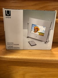 Umbra Digital Photo Frame