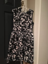 Girls size 10/11 H&M black and white dress  Centreville, 20120