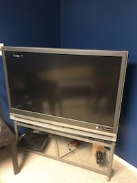 *pending pick up* Free projection TV. Works great just needs a projection lamp. Used for Super Nintendo only. Edmonton, T5Y