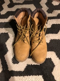 Pair of brown leather work boots Hendersonville, 37075