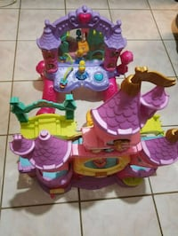 Toy castle and toy vanity El Paso, 79907