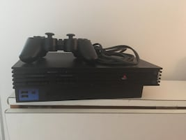 Black sony ps2 console with 1 controller Comes with 5 games