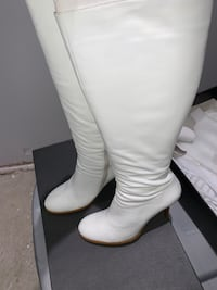 White boots barely worn  size 7  Vaughan, L4J