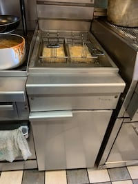 Deep fryer . Commercial . Can be seen working .