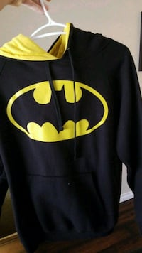 Batman ! small men's sweater will fit medium too.  Richmond, V7C 4G4