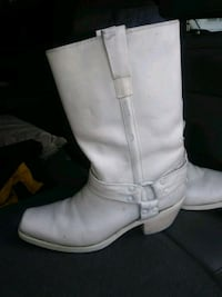pair of white leather boots Los Angeles, 91331
