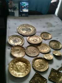 round brass-colored decorative plate lot St. Louis, 63111