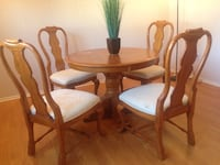 round brown wooden table with four chairs dining set Flanders, 07836
