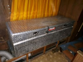 Deezee diamond plate toolbox