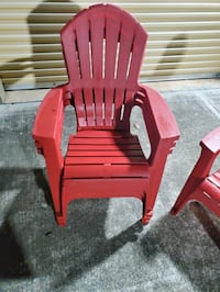 4 red deluxe comfort  plastic  chairs  10$ for each chair