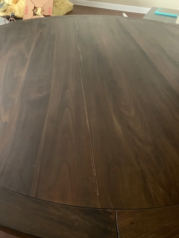Dining table crack 36211171-22b7-4937-86a0-a9b320bf7be1