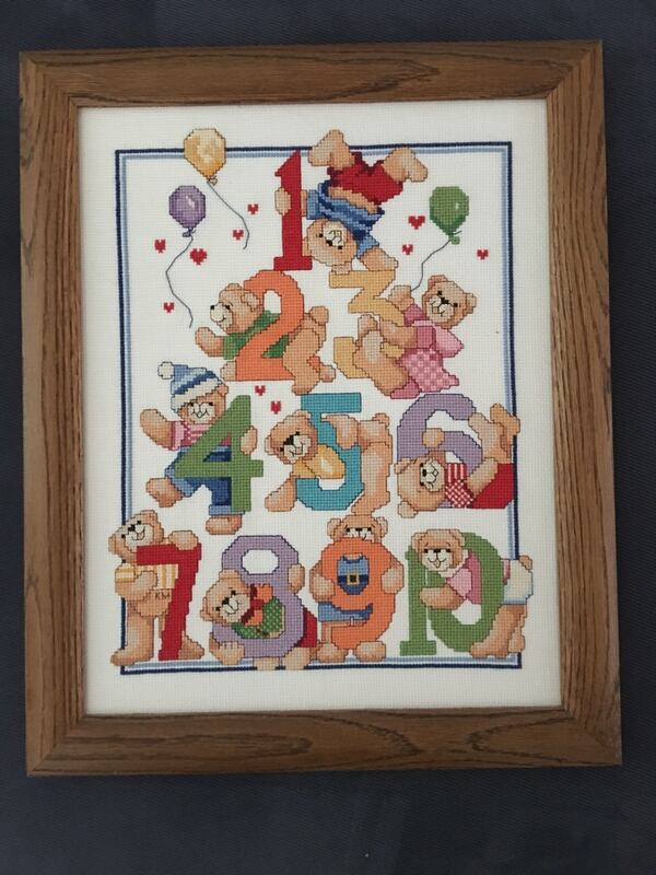 Frame containing artwork with bears and numbers 1-10 6ca10a38-8354-4b1a-8fdb-e1229454f3cb