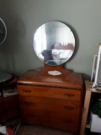 Solid wood dresser with mirror London, N6H 1T3