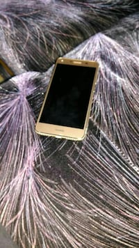 Gold Huawei Android Handy