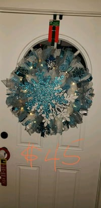 blue and white floral wreath Hanover, 21076