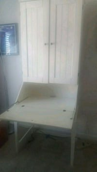 White wood desk great for small space Upper Marlboro, 20774