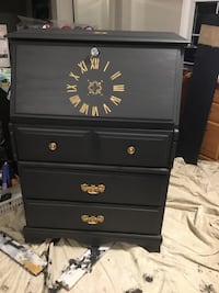 Gorgeous secretary/dresser, upscaled gray.Beautiful details.Delivery St Catharines, L2P 3K9