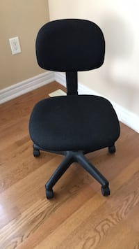 Black padded office rolling chair Vaughan, L4J 8X5