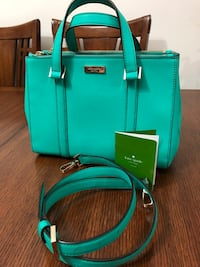 authentic kate spade 2 way bag. there is a small red line inside the lining. this is a small size of this style New Westminster, V3M