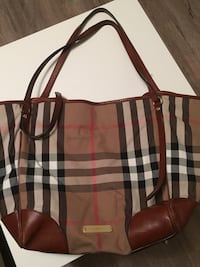 Burberry - Handbag  Pickering, L1X 2R7