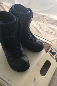Boy's snow board boots size 8