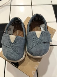 pair of gray-and-white Adidas sneakers Lancaster, 93535