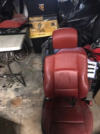 Black and red leather padded rolling armchair 2010 BMW 3-Series coupe 144 mi