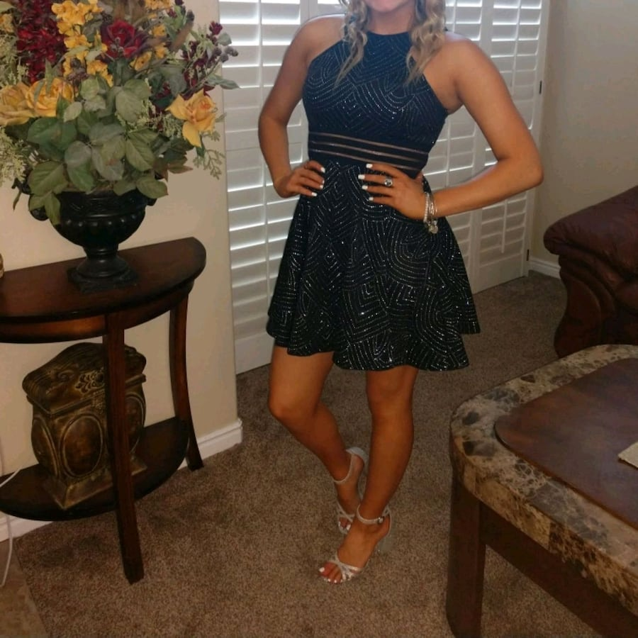 Teen semi formal dress. Great for Homecoming. size 7.