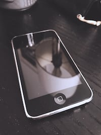 iPod Touch 8GB (2nd Gen)