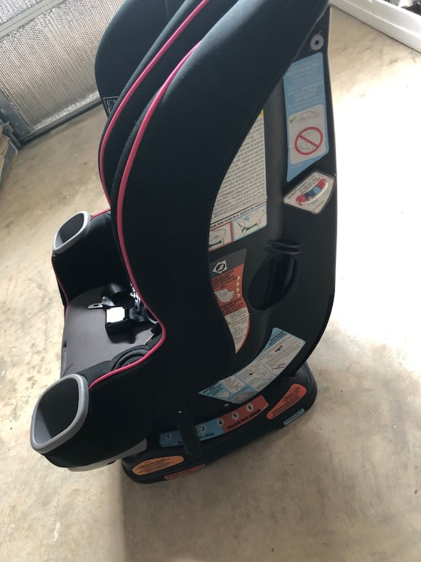 Graco car seat for kids bc87afb5-54a6-4dd4-bee5-4a9420497fb7