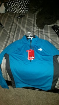 North face sweater  size lg
