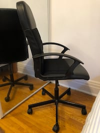 Chair executive, excellent condition for students or office workers. Toronto, M6H 1W3