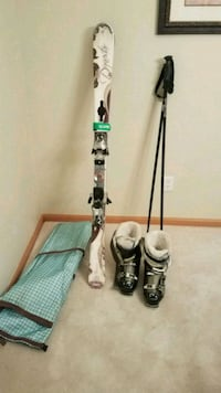 Complete set of downhill skis, boots, poles and bag