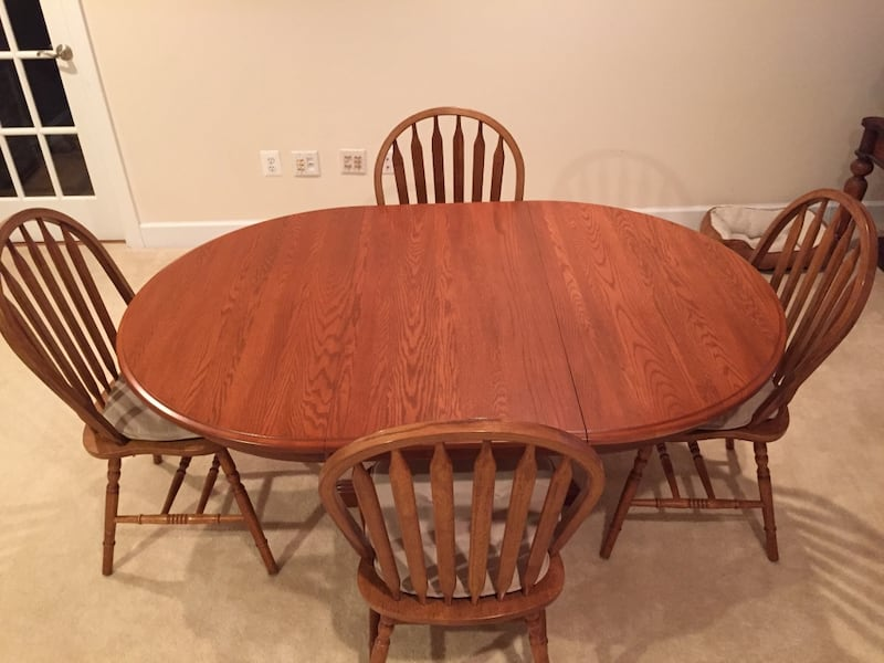 Havertys Dining set. Original price is over $2k. Like new! Solid Oak! a3412b9b-bf9b-4c74-8866-b454c2bb17bb