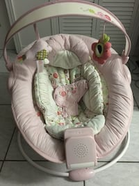 baby's white and pink bouncer Brampton, L6X