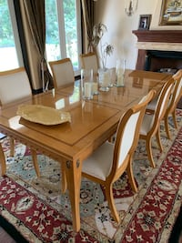 Beautiful large Stanley wood inlay dining room table with 8 chairs. Matching hutch available at additional cost